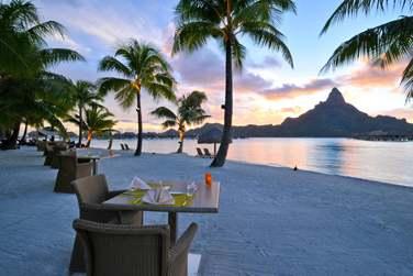 Dîner sur la plage de l'Hôtel Intercontinental Bora Bora Resort & Thalasso Spa