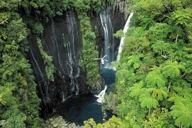 Cascade takamaka, survol en hélicoptère